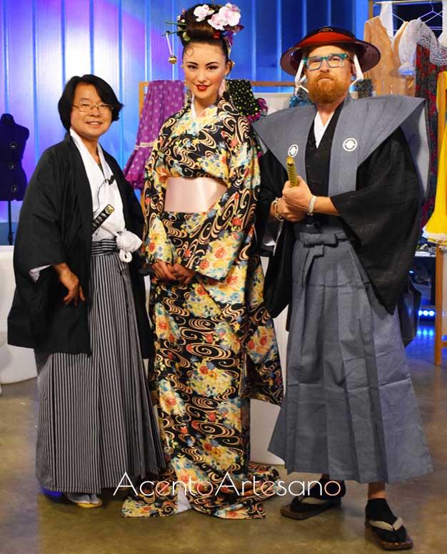 Katsuhilo Imae, invitado al progra Aguja Flamenca, vestido con kimono de caballero, Daniel del Toro con kimono de samurai y modelo vestida con kimono de gala en Aguja Flamenca