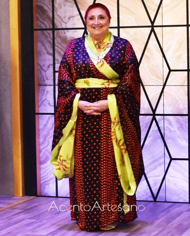 Angelita con su kimono realizado en la prueba eliminatoria de Aguja Flamenca, semifinalista de esta primera edición.