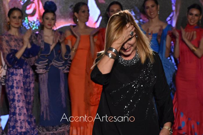 Ángeles Verano tras el carrusel de su colección flamenca 2020 Caminando entre volantes
