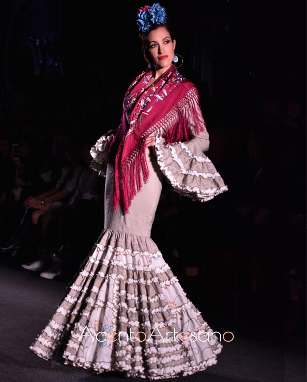 Traje de flamenca canastero en color tierra de Carmen Acedo