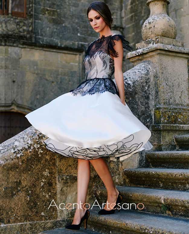 Vestido lady like en blanco y negro con enaguas de tul y encaje con guipur en el cuerpo de Victoria García