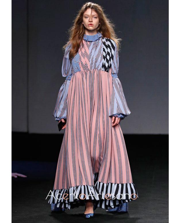 Vestido de rayas de Anel Yaos