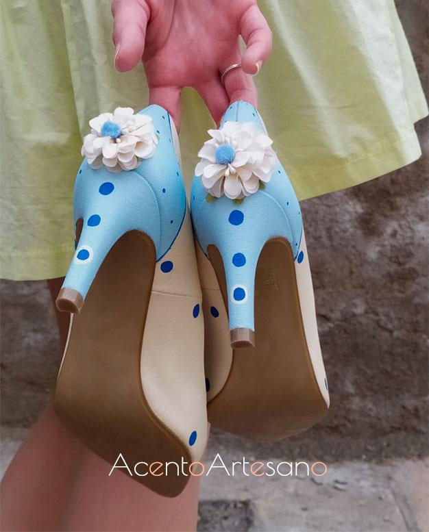 Stiletttos de lunares con flores de Zapatos Chelis