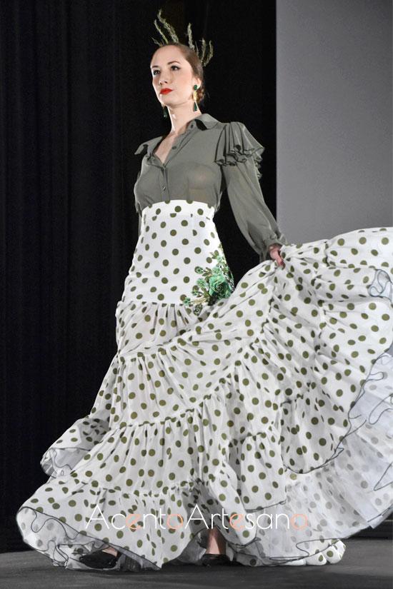 Dos piezas para un estilismo flamenco de camisa y falda canastera de lunares