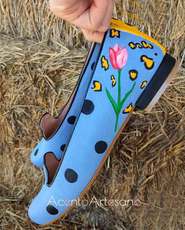 Lunares negros para tulipanes y animal print de Zapatos Chelis