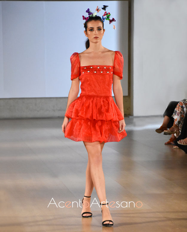 Vestido de doble volante con largo mini en color rojo de PIlar Rico