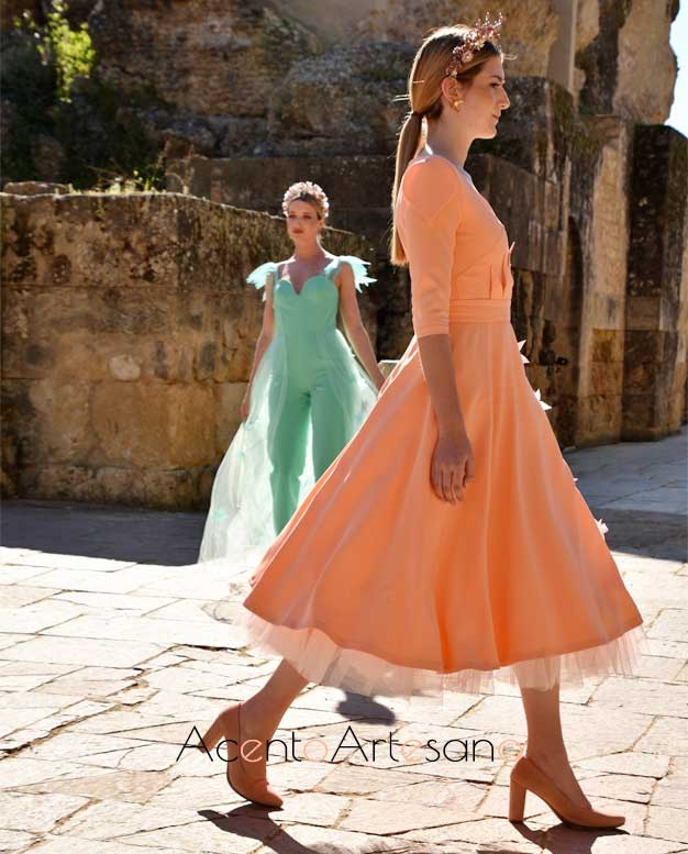 Ladylike en naranja y estilismo pantalón en verde de Mariaan Cotton en Code 41 Trending