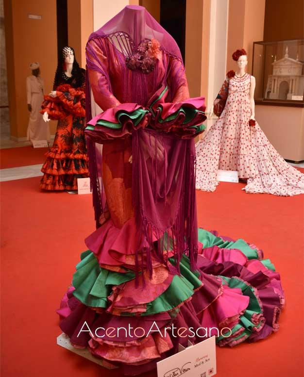 Exposición de diseños de moda flamenca de la asociación Mof&Art en el Ayuntamiento de Sevilla