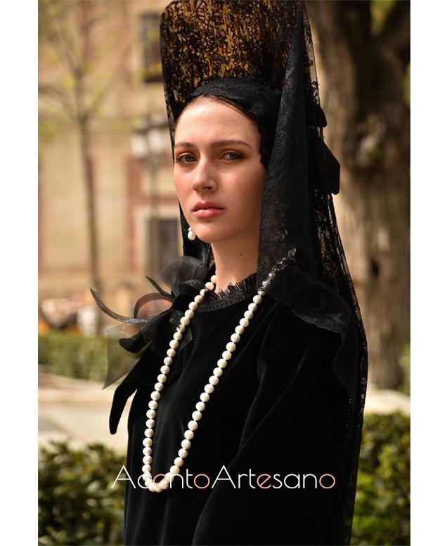 Perlas para vestir de mantilla con este diseño de Francisco Tamaral