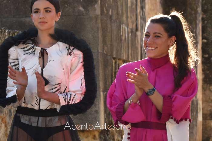 Sara Santiago tras el carrusel de su colección Desengaño.