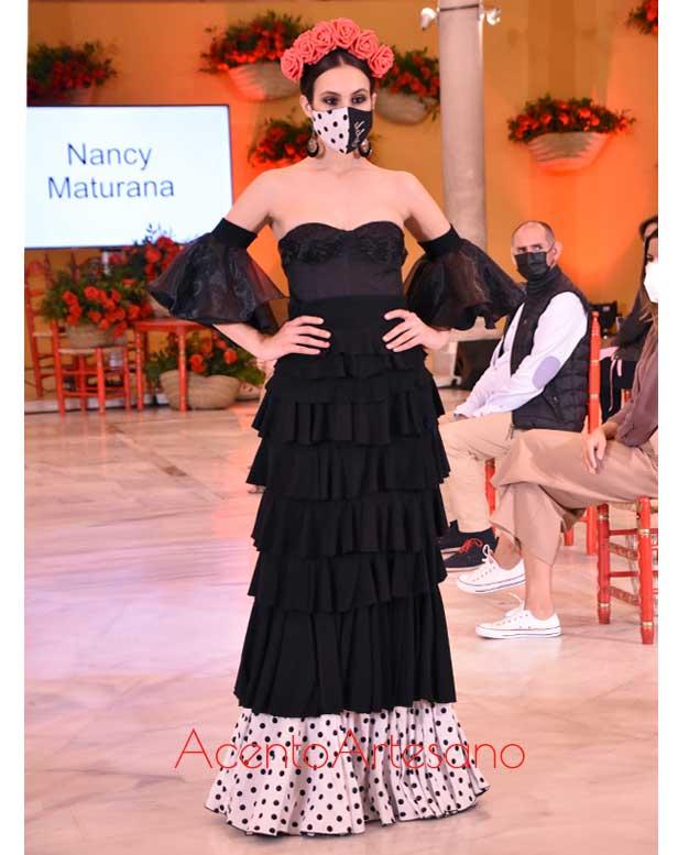 Traje de flamenca en negro de talle alto de Nancy Maturana