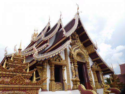 チェンマイにあったお寺。こんなお寺が見飽きるくらいあります。