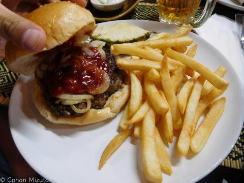 BBQバーガー。肉が良い感じ。
