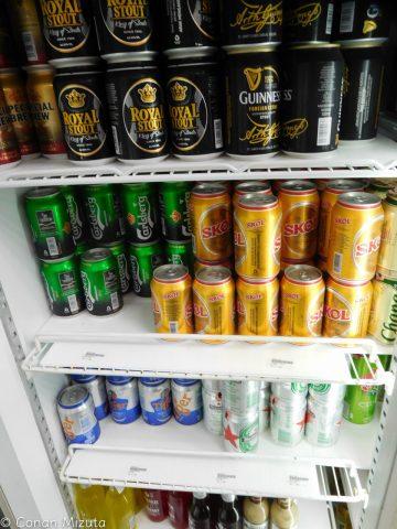 ビールがたくさん。見えませんが値札が衝撃的だった