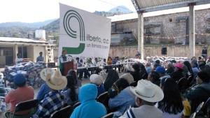 Ivette-Moran-de-Murat-apoya-con-cobijas-a-siete-municipios-de-la-sierra-norte-de-Oaxaca-2