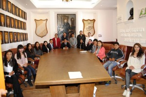VICENTE-ESTRADA-INIESTA-TOMA-PROTESTA-AL-TERCER-CABILDO-JUVENIL-DE-ALMOLOYA-DE-JUAREZ-2