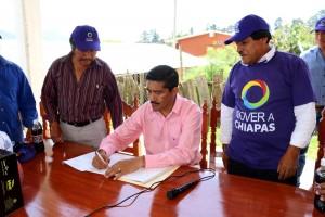 Recorre-el-dirigente-estatal-de-Mover-a-Chiapas--barrios-y-colonias-de-San-Cristóbal-de-las-Casas-1