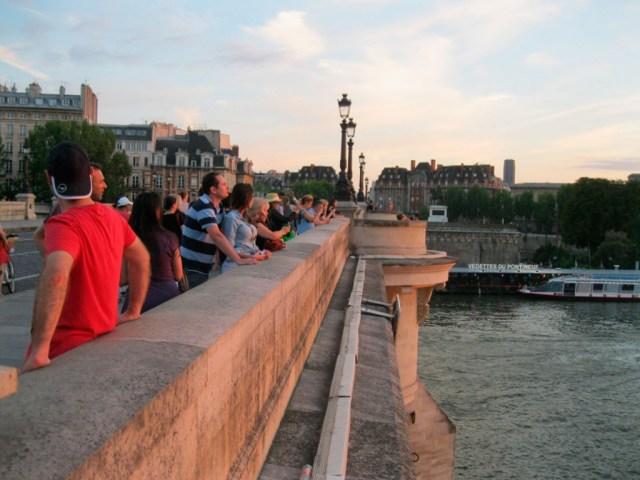 ARZERBAÏDJAN,-Euroasia-en-Paris…-JOKKA-Alemán-en-Concierto-Sun-Set-Full-Moon-PONT-NEUF-3