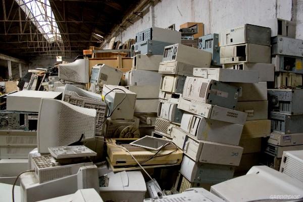 Centros de Reciclado de Basura Electronica. © Greenpeace / Erik Shookman
