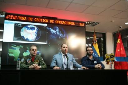 El ministro Hugbel Roa, y el presidente de la ABAE, Camilo Torres, viajarán a China para el lanzamiento del satélite.