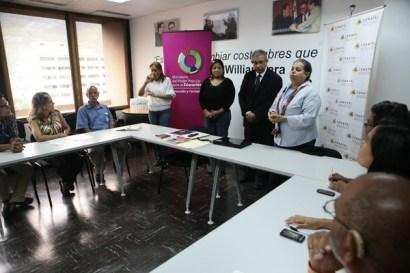 Los representantes de Conatel y el Ministerio del Poder Popular para la Educación escucharon las propuestas de la comunidad sorda. (Foto: Jesús Fernández)