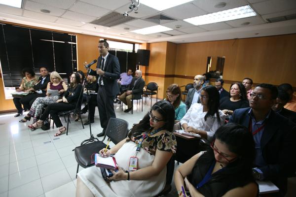 Audiencia-publica-reglamento-telecomunicaciones 600 x 400 (3)