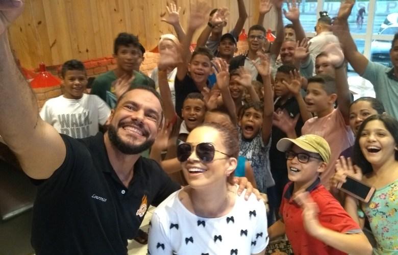 02453a85df6a8 Happy Box  ação filantrópica de pizzaria reúne e auxilia crianças em  situação de rua