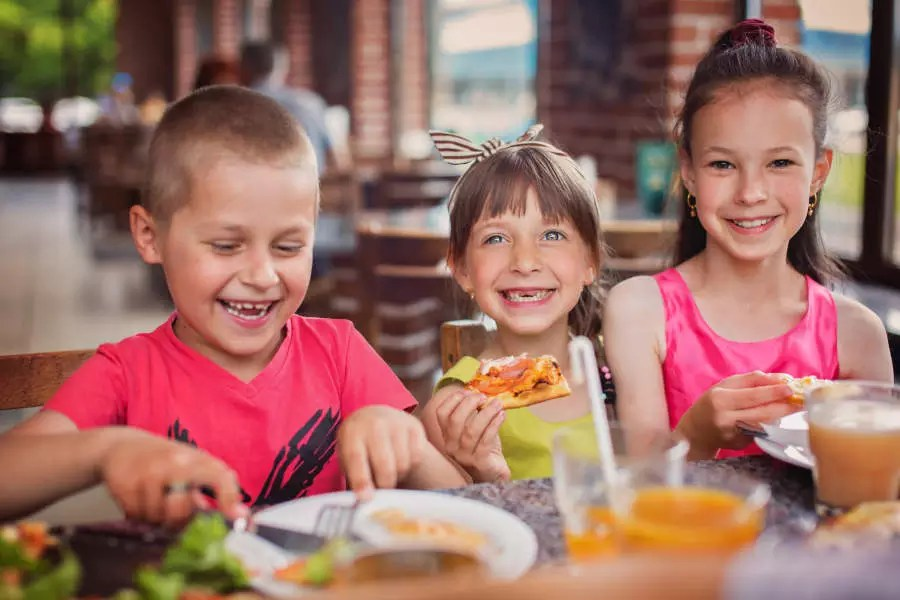 ADHS und Omega-3: Kinder beim kochen
