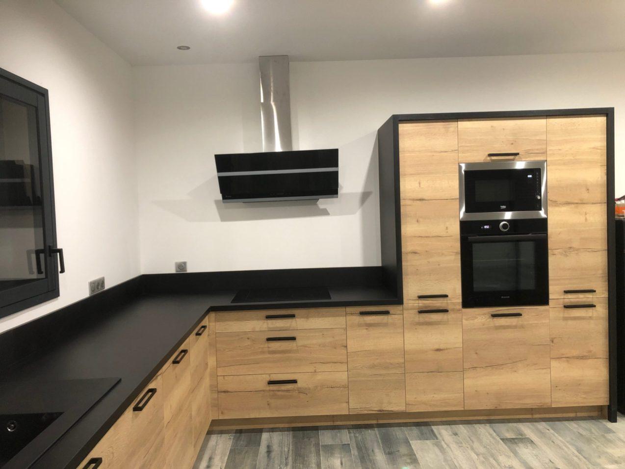 un cuisiniste sur mesure Lure Roye Belfort contemporaine moderne bois noir