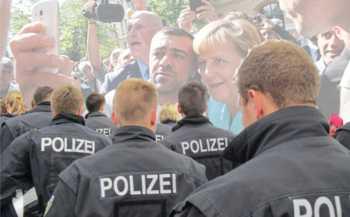 Polizei gegen Merkels Flut-BRD