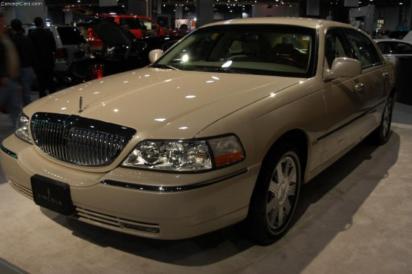 Auction results and data for 2003 Lincoln Town Car ...