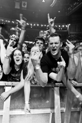 iron-maiden-pacific-coliseum-01
