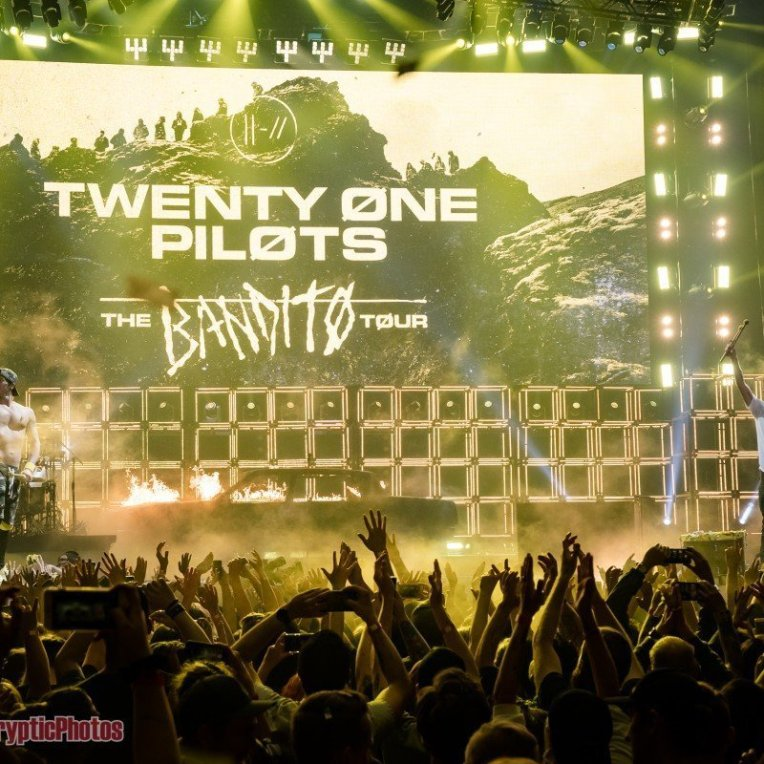 """American pop band Twenty One Pilots performing during """"The Bandito Tour"""" at Rogers Arena in Vancouver, BC on May 12th, 2019"""