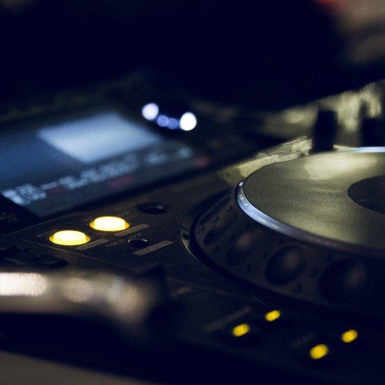 digital music mixer board dj turntable