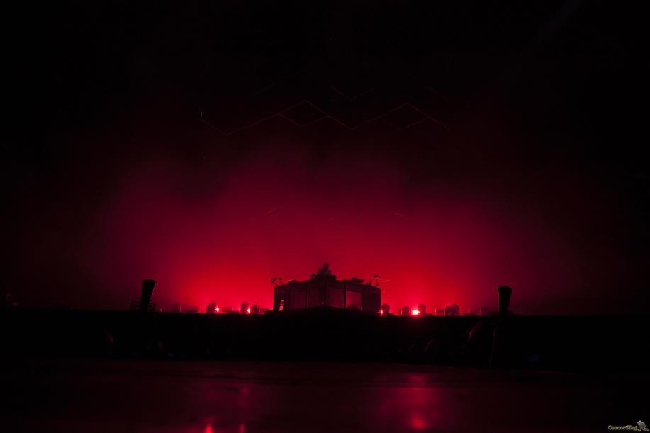 06 Flume contre jour rouge - Rock en Seine, l'excentrique