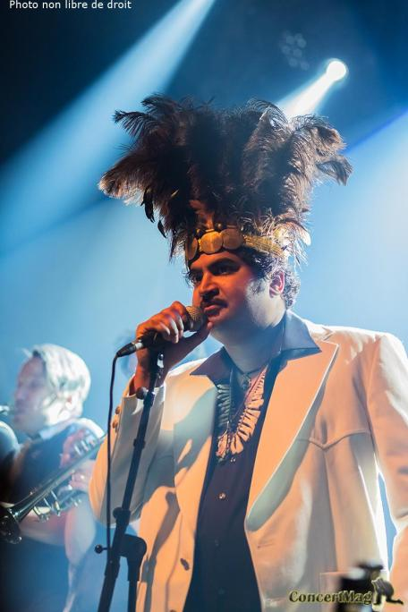 1 2 - King Khan impose son style à Poitiers