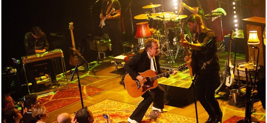 3.Kiefer Sutherland Café de la Danse 12102019 - Kiefer Sutherland, le célèbre interprète de Jack Bauer dans 24H Chrono était en concert à Paris ce mois ci et on vous dit tout !