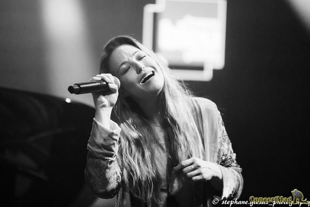 2 1 - Natasha St Pier, intime et talentueuse à Chasseneuil