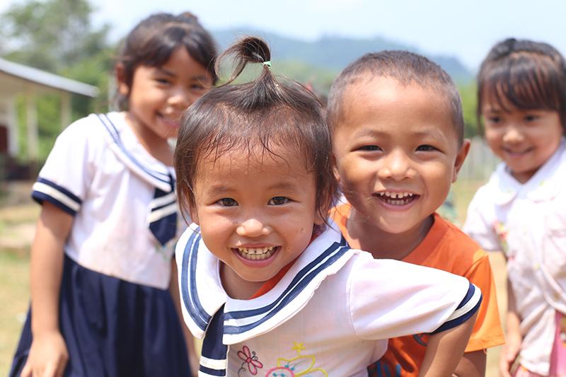 Christine Redmond Laos 2 - Rentrée scolaire perturbée : Silvàn Areg donne de la voix pour Aide et Action