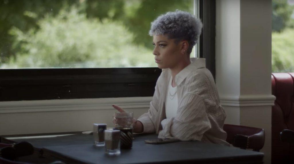 """thumbnail Dorely AppelsManques screenshot 1024x571 - Dorely dévoile ses """"Appels Manqués"""" dans son nouveau clip"""