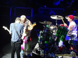 DSC06892 300x225 - Les Red Hot Chili Peppers enflamment l'AccorHotel Arena 16.10.16
