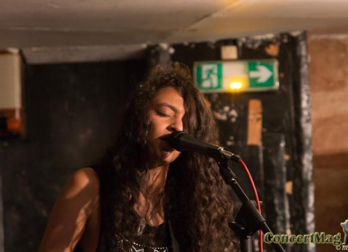 Slide - Lola Aumont en solo au Gambetta Club