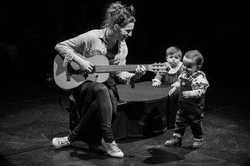 babies-listen-guitar-min