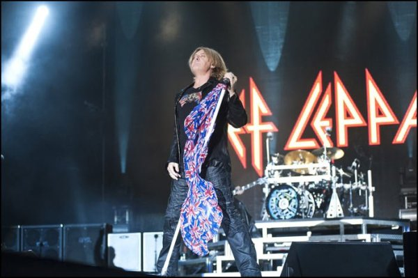 Fan Video of DEF LEPPARD Live in Los Angeles at The Forum ...