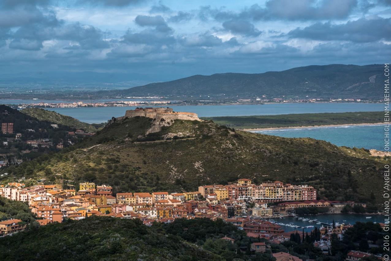 Vista sul porto, su forte Filippo e sulla laguna di Orbetello