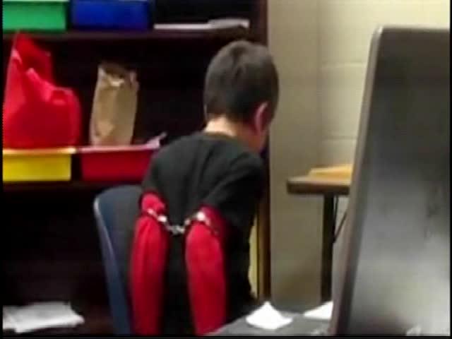 08-05-15 Kentucky officer handcuffs child_20150805144019