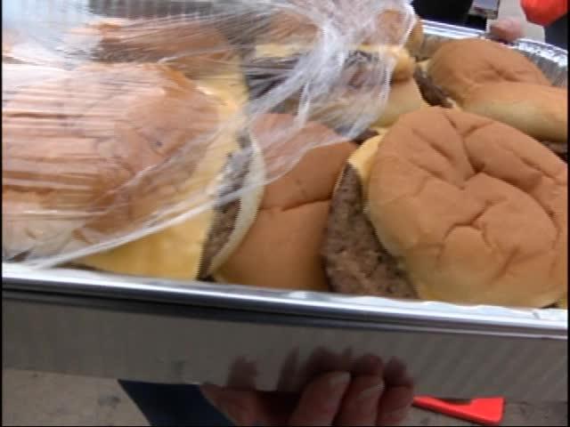 Cheeseburger Eating Contest_14812555-159532