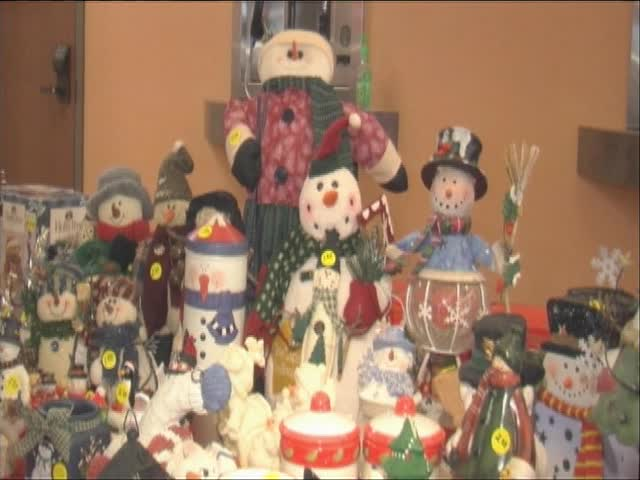 Christmas Decorations Wanted for -Decorations for D-E-S-K--_85326361-159532