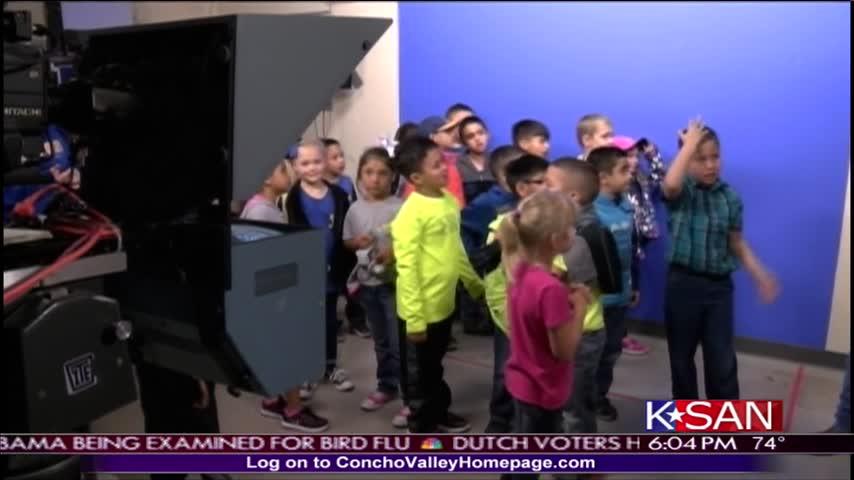 Regan County ISD Students Tour TV Station_94723086
