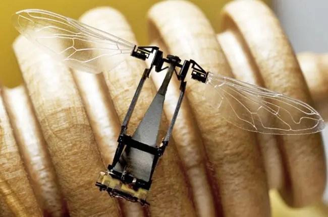 abeja robot31 Monsanto planea usar abejas robóticas para polinizar sus cultivos